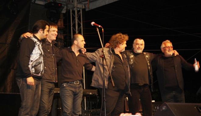 Foto: Legendara trupă  Phoenix, în concert  la Harlequin