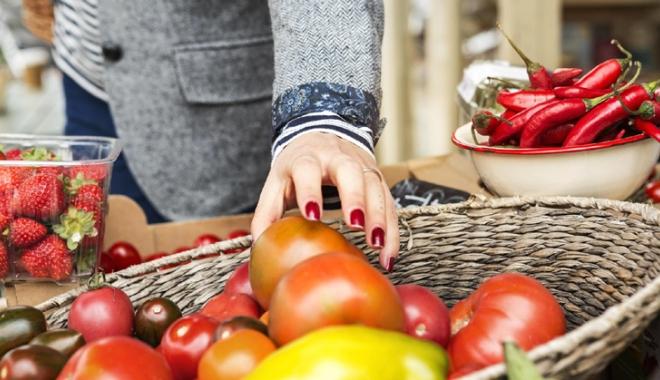 Foto: Legumele şi fructele autohtone şi de import,  ţinute sub control fitosanitar
