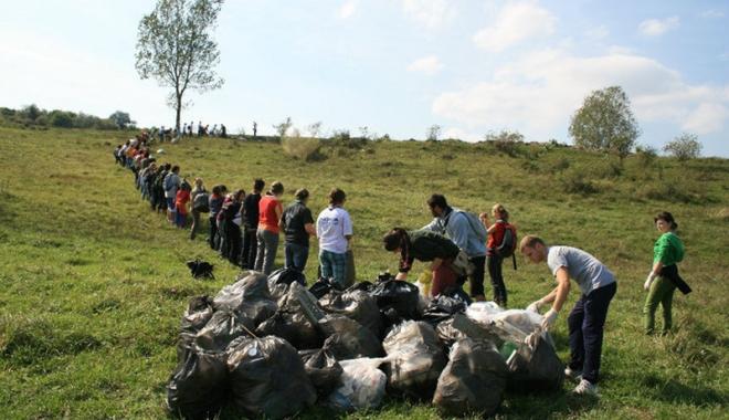 Foto: Sâmbătă este ziua de curăţenie generală în România