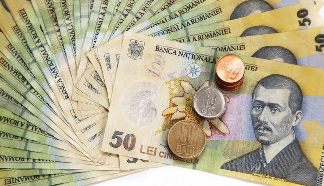 Foto: Francul e mai slab cu 1,14 bani în confruntarea cu leul