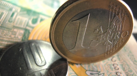 Foto: Euro rămâne peste 4,3 lei. Curs BNR: 4,3072 lei/euro