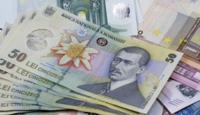 Euro a cedat 0,03% în lupta cu leul - leueuro1-1603724452.jpg