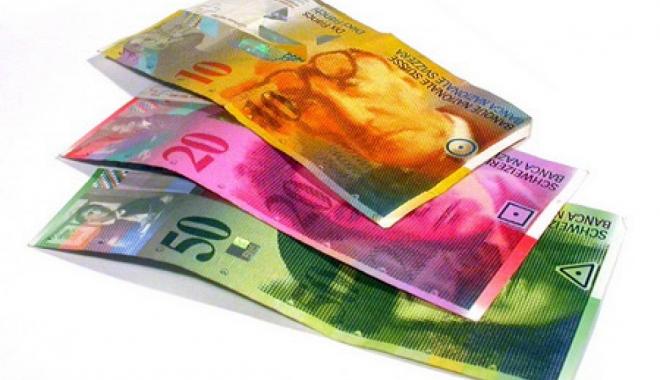 Foto: Francul e mai slab cu 0,27% faţă de leu