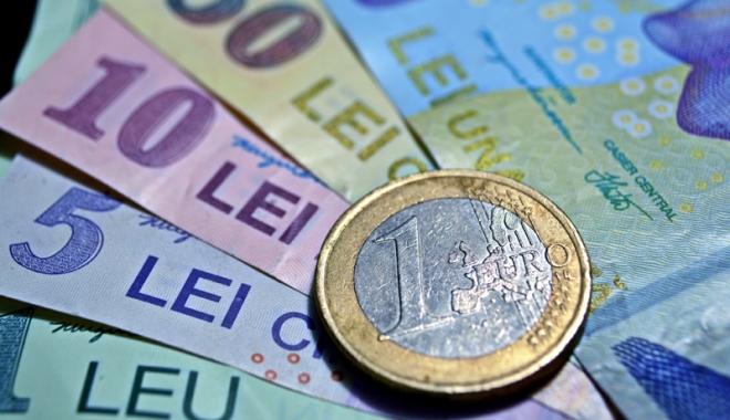 Foto: Leul a pierdut la euro şi francul elveţian, dar câştigă la euro