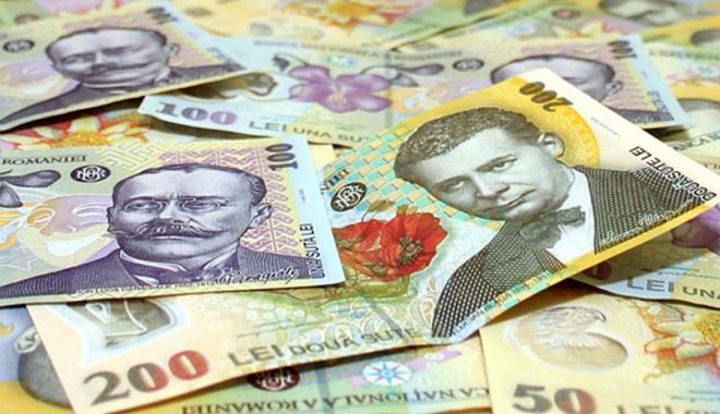 Foto: Leul câştigă la francul elveţian, dar pierde la euro şi dolar