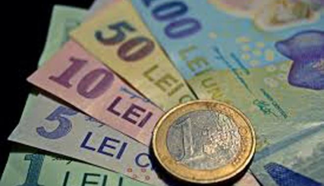 Foto: Leul pierde la dolar şi francul elveţian dar câştigă la euro