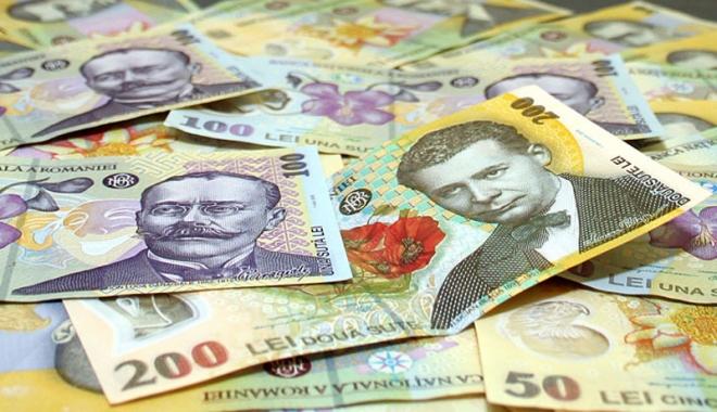 Foto: Leul pierde la dolar şi francul elveţian, dar câştigă la euro