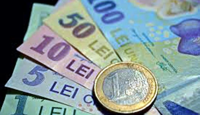 Foto: Leul muşcă adânc din euro, dolar şi franc