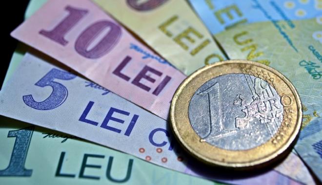 Foto: Leul e sfâșiat de principalele valute