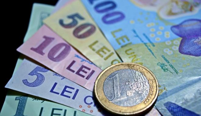 Foto: Leul câștigă la euro și dolar, dar pierde la franc