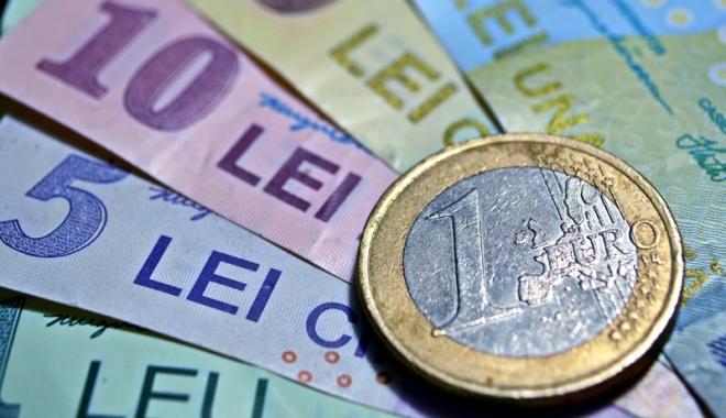 Foto: Leul a pierdut la euro și franc, dr a câștigat la dolar