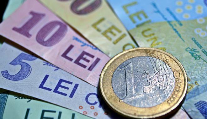 Foto: Leul cedează în fața principalelor valute