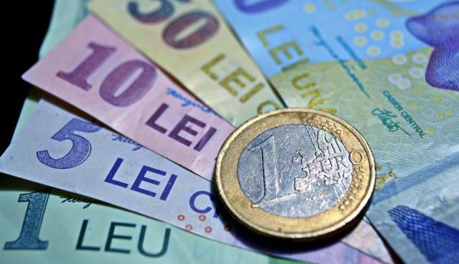 Foto: Leul își ia revanșa față de principalele valute