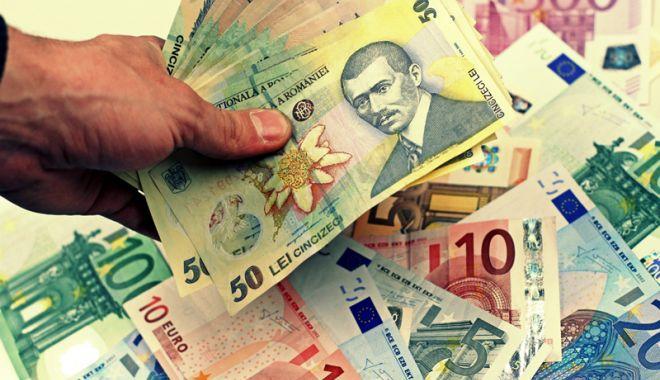 Foto: Leul se apreciază față de euro, dar pierde la dolar și francul elvețian