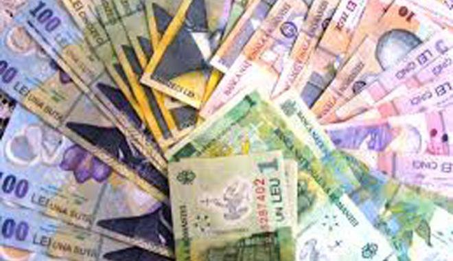 Foto: Leul ciupește din dolar și francul elvețian, dar e pișcat de euro