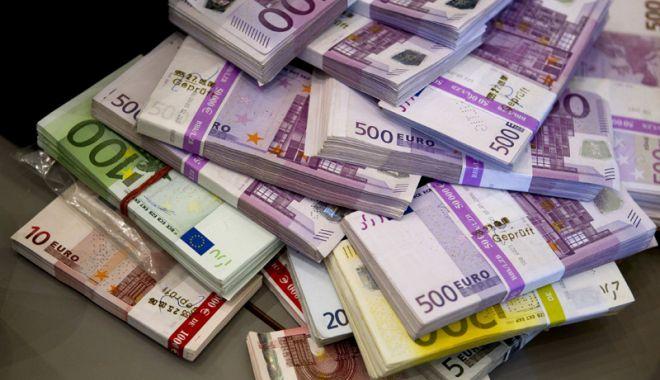 Foto: Leul a fost cotonogit de toate valutele