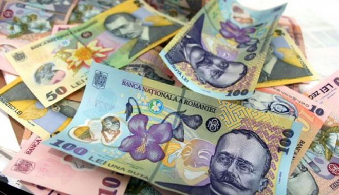 Foto: Leul cedează la euro și francul elvețian, dar câștigă la dolar