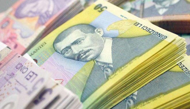 Foto: Leul pierde la euro, dar câștigă la dolar și francul elvețian