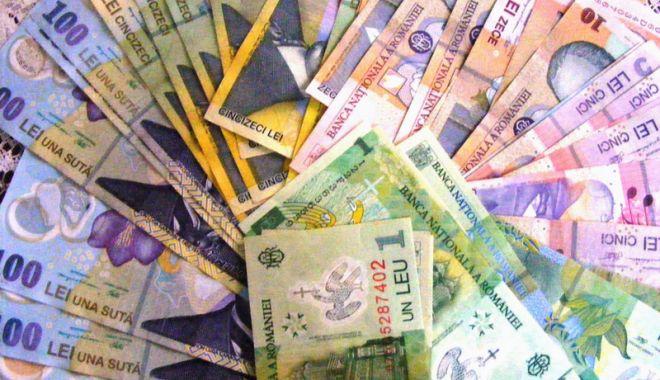 Foto: Leul ciupește din euro și francul elvețian, dar pierde cu dolarul