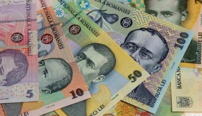 Foto: Leul câștigă la euro și francul elvețian, dar pierde la dolar
