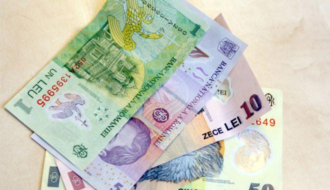 Foto: Leul ciupește din euro, dar pierde la dolar și francul elvețian