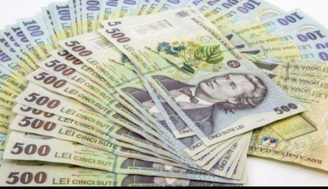 Foto: Leul câștigă la euro, dar cedează la dolar și francul elvețian