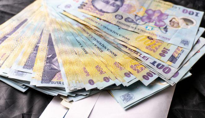 Foto: Leul pierde pe toate fronturile valutare