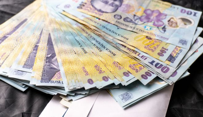 Foto: Leul pierde la euro și dolar, dar câștigă la francul elvețian