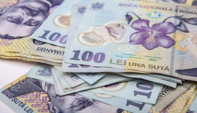 Foto: Leul pierde în fața tuturor valutelor