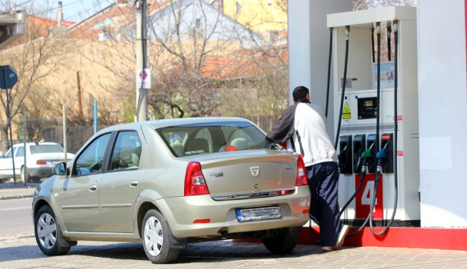 Foto: Liberalii s-au răzgândit. PNL nu va mai susţine scumpirea carburanţilor