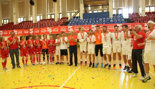 """Foto: Liceenii de la """"Lazăr Edeleanu"""" din Năvodari vor să ajungă la Campionatul European"""