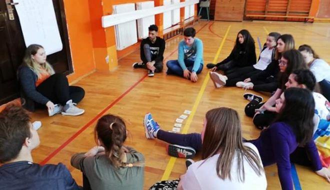 Liceenii au luat lecții despre viața de voluntar - liceenii-1555003975.jpg
