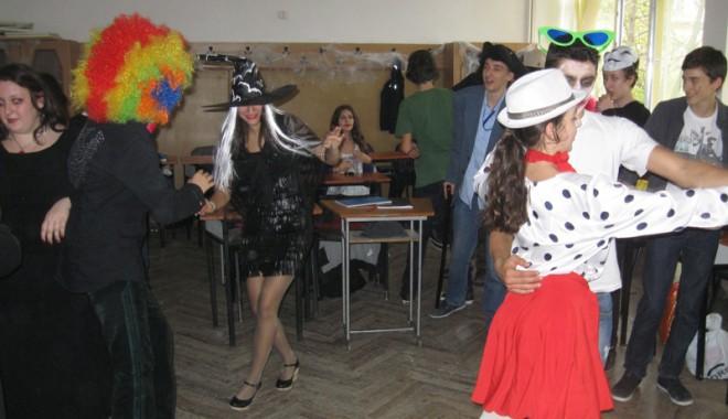 """Foto: Halloween la """"Călinescu"""""""