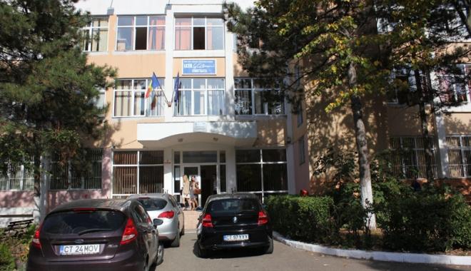 """Elevii de la """"Călinescu"""", ghidaţi către Facultatea de Litere - liceulgeorgecalinescu11147395808-1558693381.jpg"""