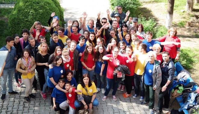 """Foto: Profesori şi elevi din Europa, în vizită la Liceul """"Ioan Cotovu"""" din Hârşova"""