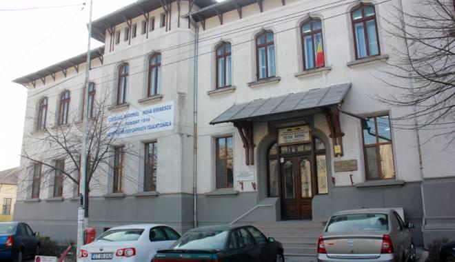 """Foto: Cum menţine prestigiul de peste nouă decenii Colegiul """"Mihai Eminescu"""""""