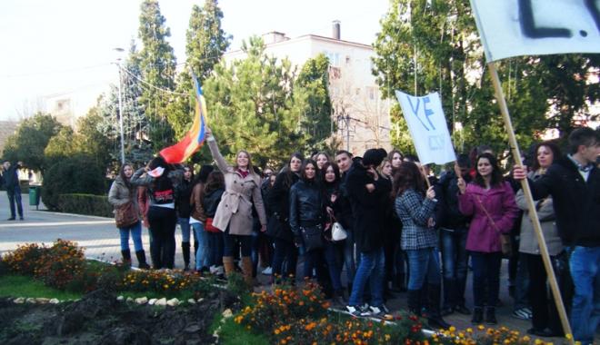 """Foto: Liceul Teoretic """"Nicolae Bălcescu""""  din Medgidia, la ceas aniversar"""