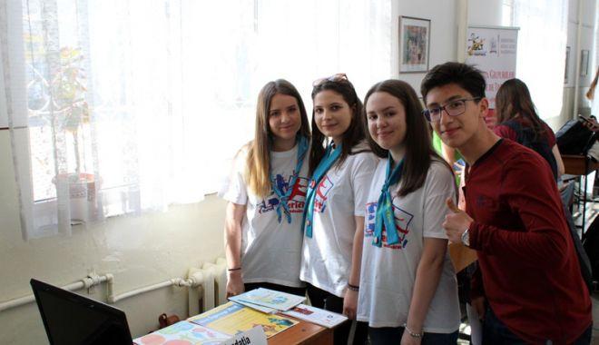 """Foto: Tinerii de la Liceul """"Ovidius"""", interesați să devină voluntari"""