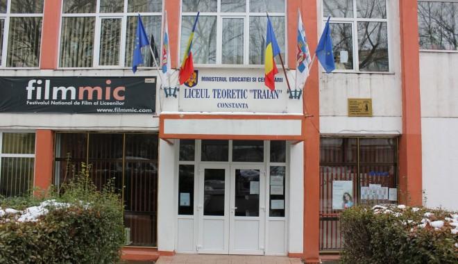"""Foto: SUSPICIUNI DE TBC / La Liceul """"Traian"""" se reduce programul de după-amiază"""