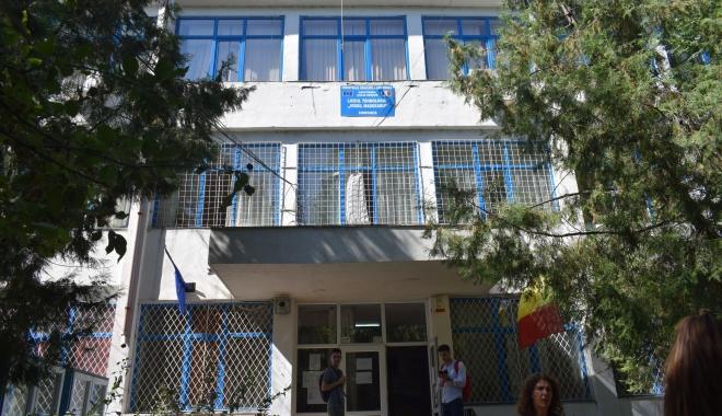 """Foto: ISJ trimite comisia de audit la Liceul """"Madgearu"""". Cine îi decide soarta Cameliei Marcu"""
