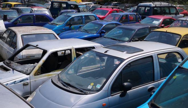 Foto: Sute de vehicule abandonate, scoase la licitație de Primăria Constanța