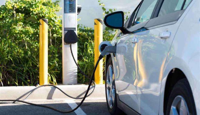 Foto: Licitație pentru stațiile de reîncărcare pentru mașinile electrice de pe Autostrada Soarelui