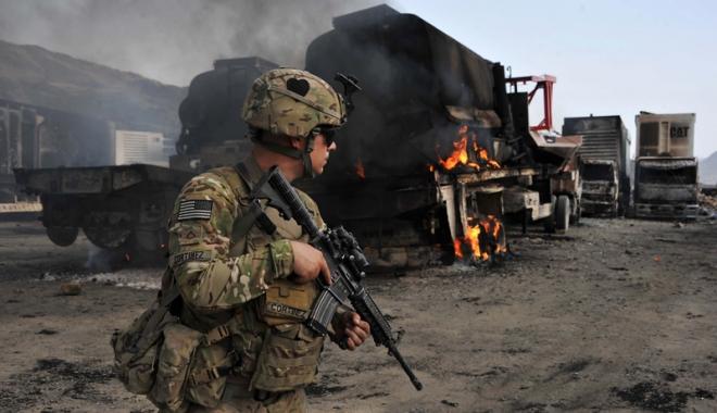 Foto: Kabulul confirmă moartea liderului talibanilor afgani într-un raid american