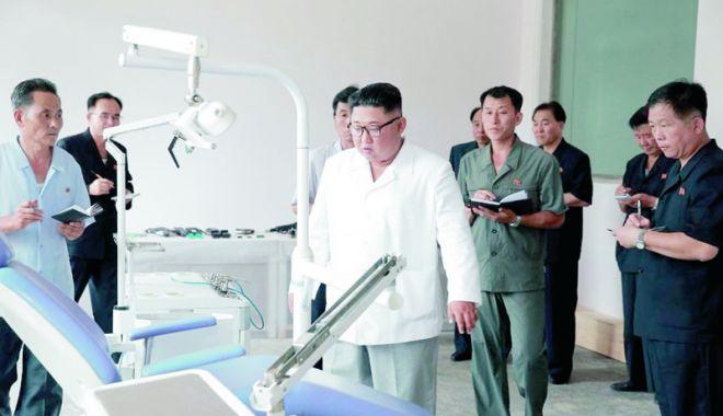 Foto: Liderul nord-coreean critică deficienţele din sectorul sănătăţii