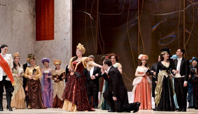 """Foto: """"Liliacul"""" şi """"Magic Swing"""",  pe scena Teatrului  """"Oleg Danovski"""""""