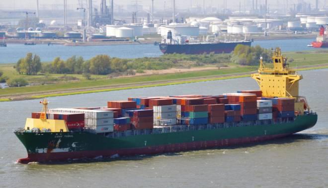 Foto: Liniile de transport maritim containerizat se îndreaptă  spre faliment