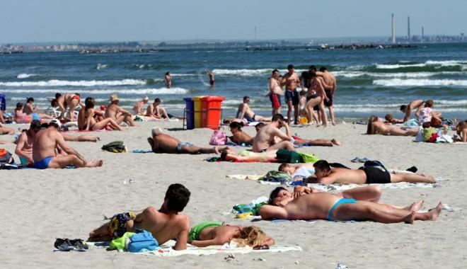 Foto: 50.000 de români au cumpărat deja pachete de vacanţă pentru litoral!