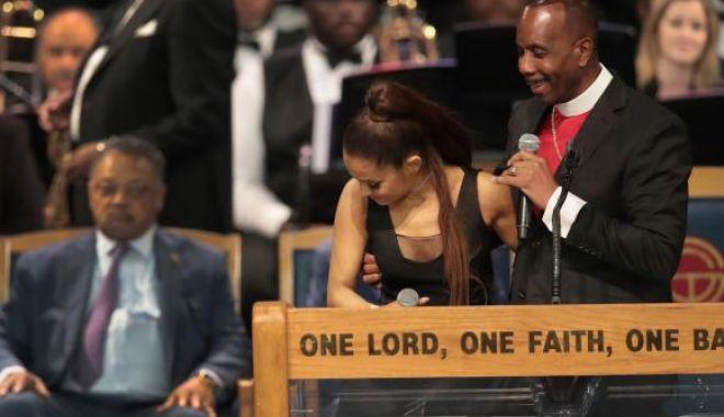 Cum explică pastorul care a pipăit-o pe Ariana Grande gestul inadecvat
