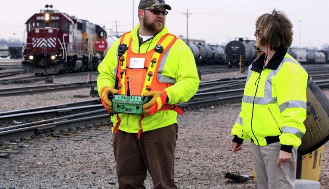 Foto: Locomotiva teleghidată cucerește transportul feroviar industrial