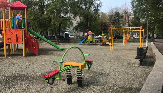 Foto: Se amenajează noi locuri de joacă pentru copii. Unde sunt amplasate
